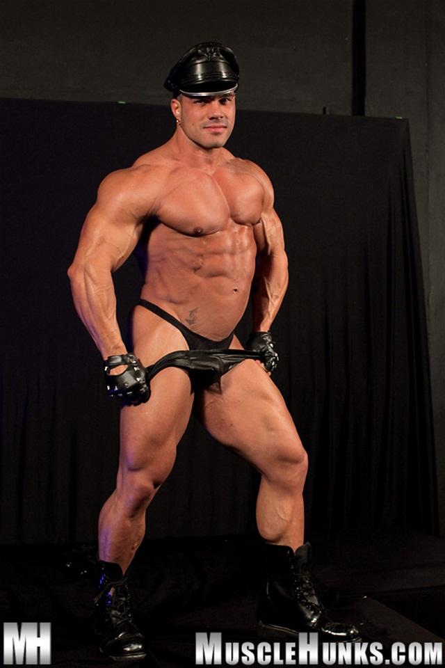Resultado de imagem para Enzo Pirelli naked