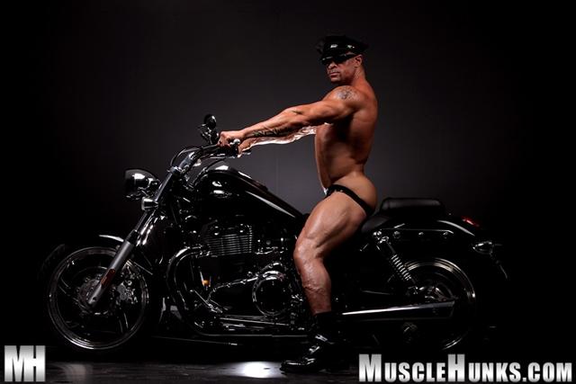 Nude-gay-bodybuilder-Eddie-Camacho-05gay porn-pics-photo