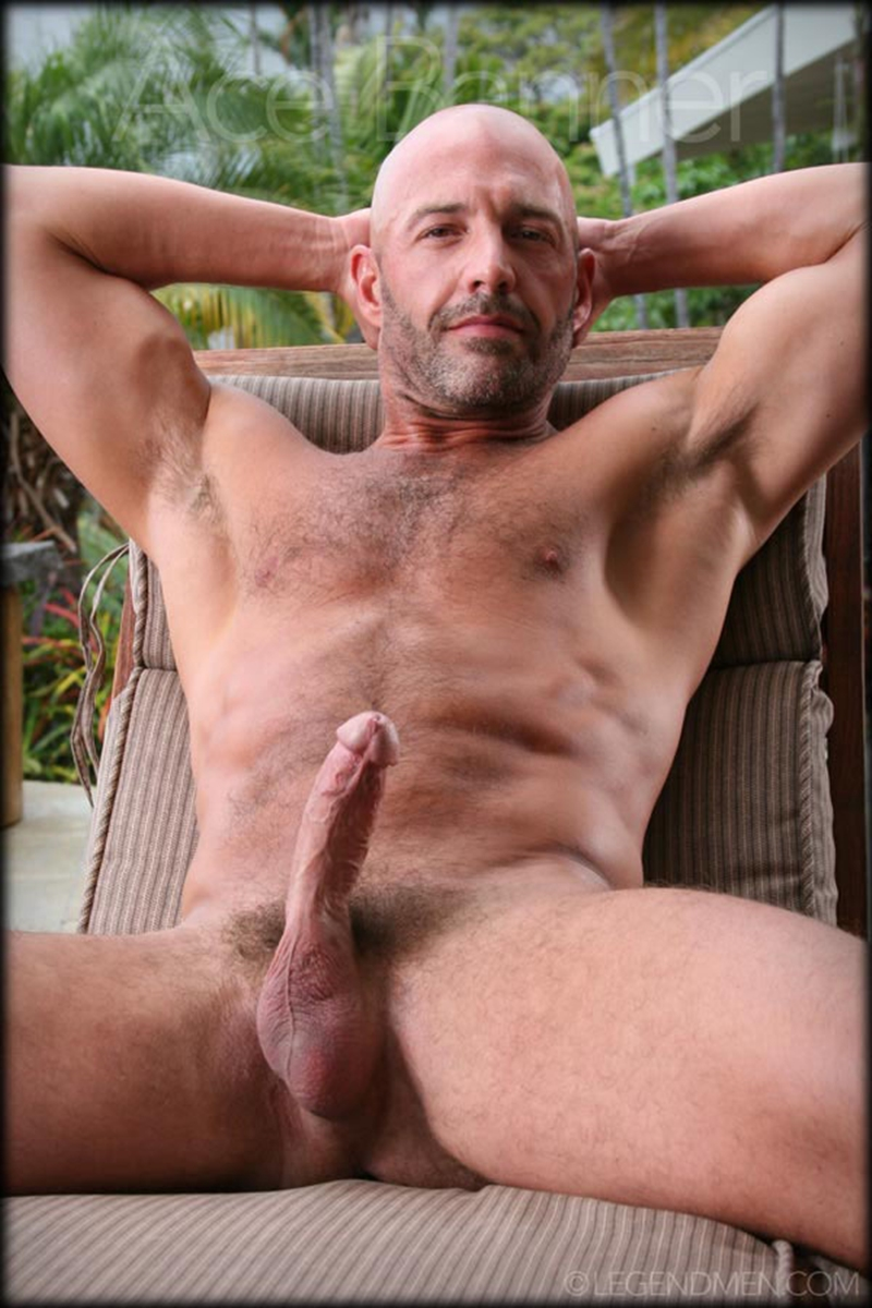 LegendMen-shaved-head-muscled-bodybuilder-Ace-Banner-strips-naked-masturbates-big-muscle-dick-hard-erect-011-male-tube-red-tube-gallery-photo