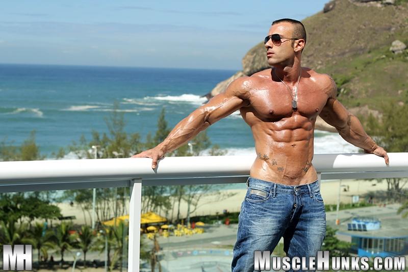 MuscleHunks-Sicilian-superstar-Gianluigi-Volti-muscle-handsome-super-ripped-super-hung-super-sexy-bodybuilder-002-tube-download-torrent-gallery-photo