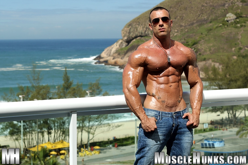 MuscleHunks-Sicilian-superstar-Gianluigi-Volti-muscle-handsome-super-ripped-super-hung-super-sexy-bodybuilder-003-tube-download-torrent-gallery-photo
