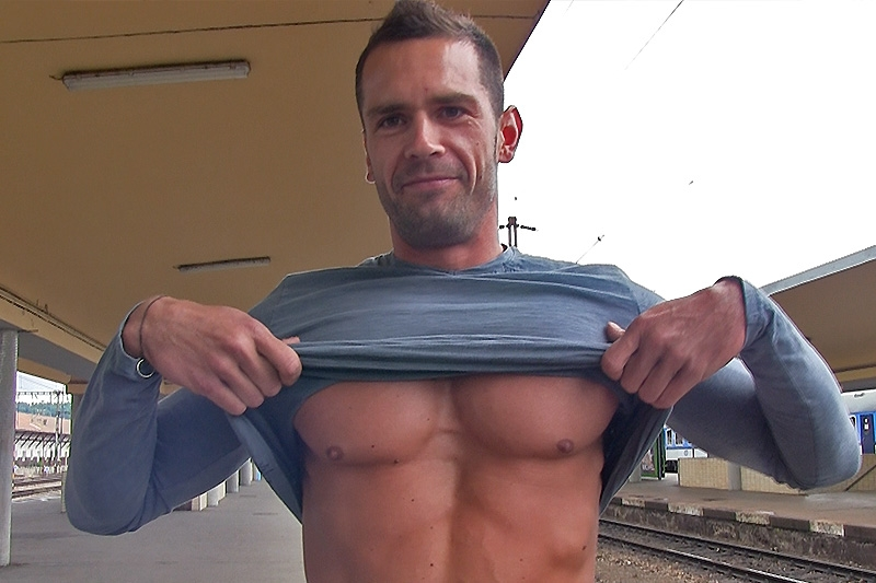 CzechHunter-well-built-handsome-dude-big-boy-cock-young-slim-smiley-cute-face-bit-shy-straight-boy-gay-for-pay-jerk-off-horny-001-tube-download-torrent-gallery-photo