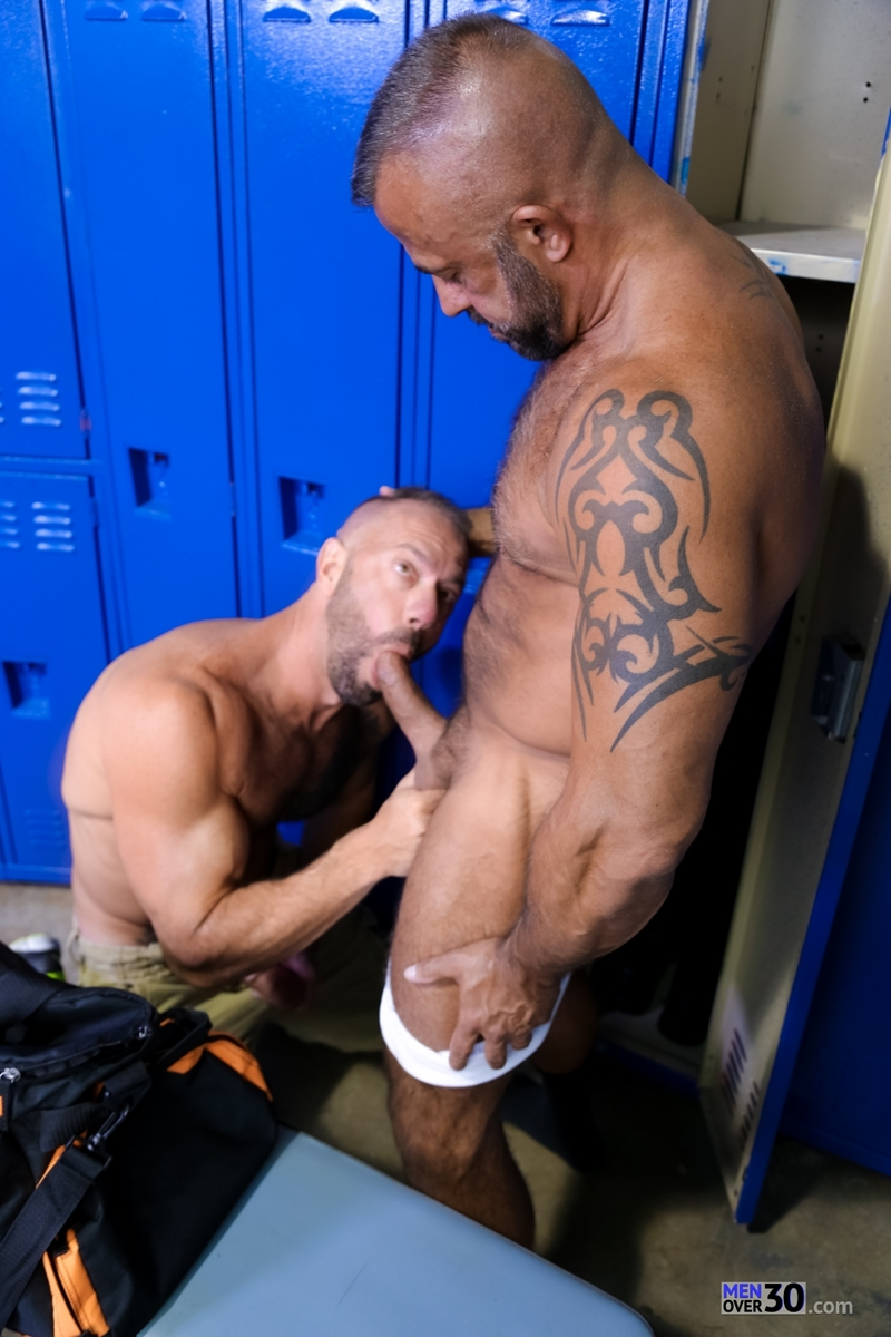 MenOver30-Vic-Rocco-Jon-Galt-locker-room-smelly-armpit-hairy-chest-hot-gym-toned-men-ass-fucking-005-tube-download-torrent-gallery-photo