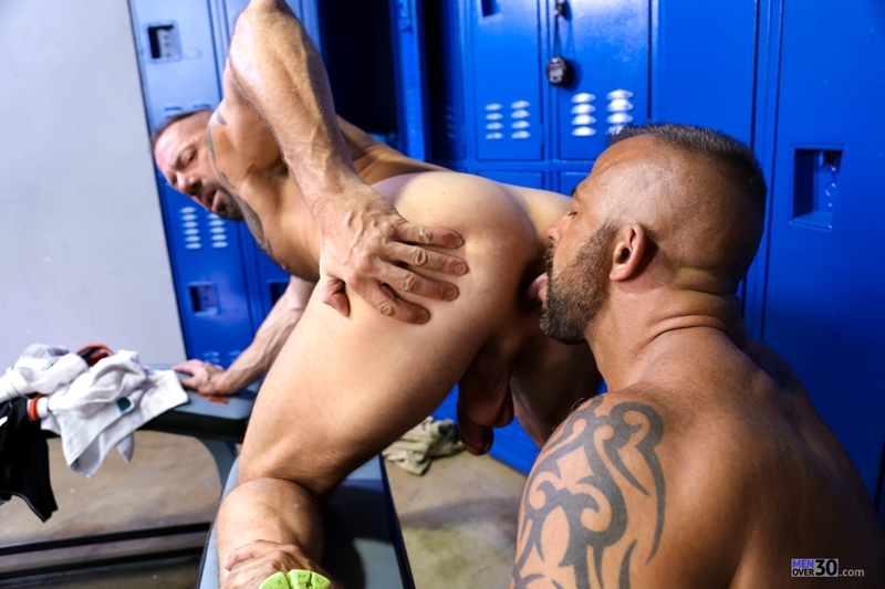 MenOver30-Vic-Rocco-Jon-Galt-locker-room-smelly-armpit-hairy-chest-hot-gym-toned-men-ass-fucking-010-tube-download-torrent-gallery-photo