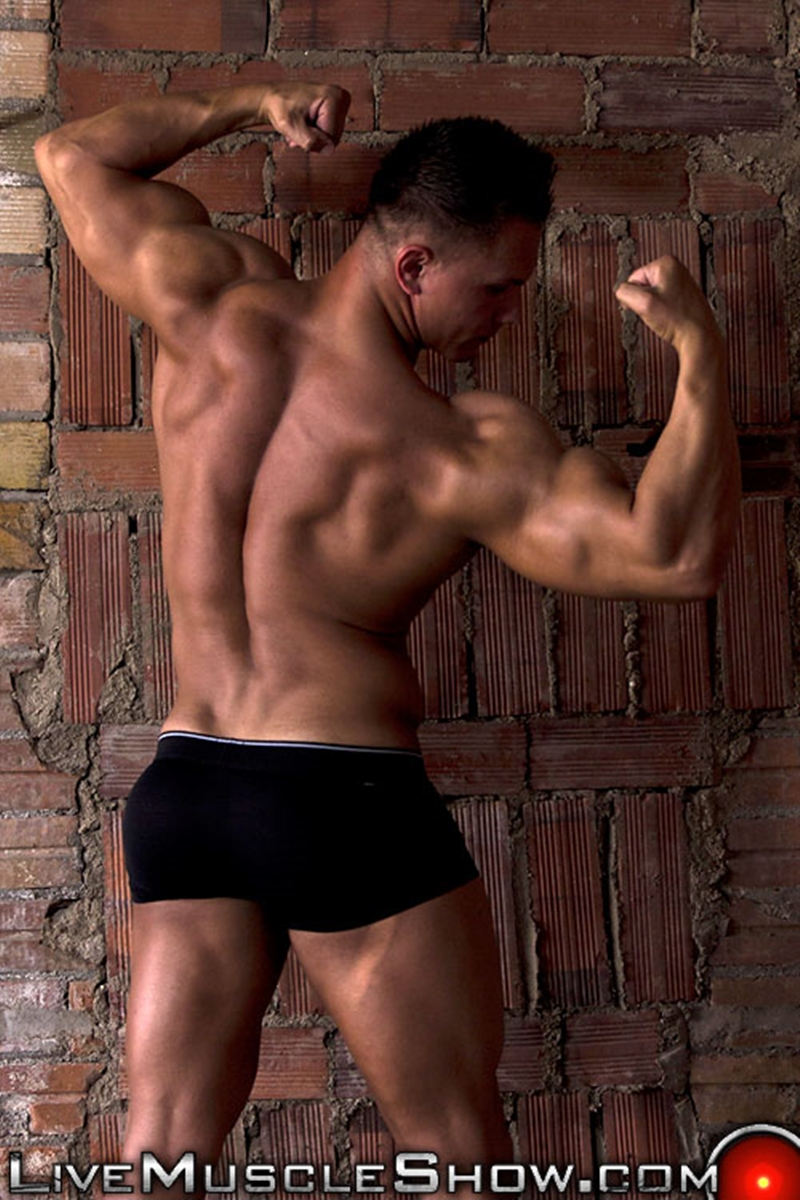 LiveMuscleShow-Young-natural-built-Dario-DeMarco-Olympian-massive-biceps-pecs-six-pack-abs-muscle-worship-live-gay-sex-003-tube-download-torrent-gallery-sexpics-photo