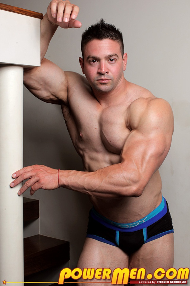 Powermen: Nude Bodybuilder, Mike Rogers, flexes his muscles, magnificent physique!