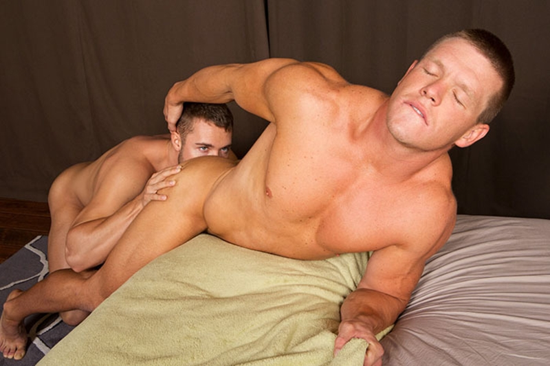 Sexy Muscle Guys Suck Cock For Each Other