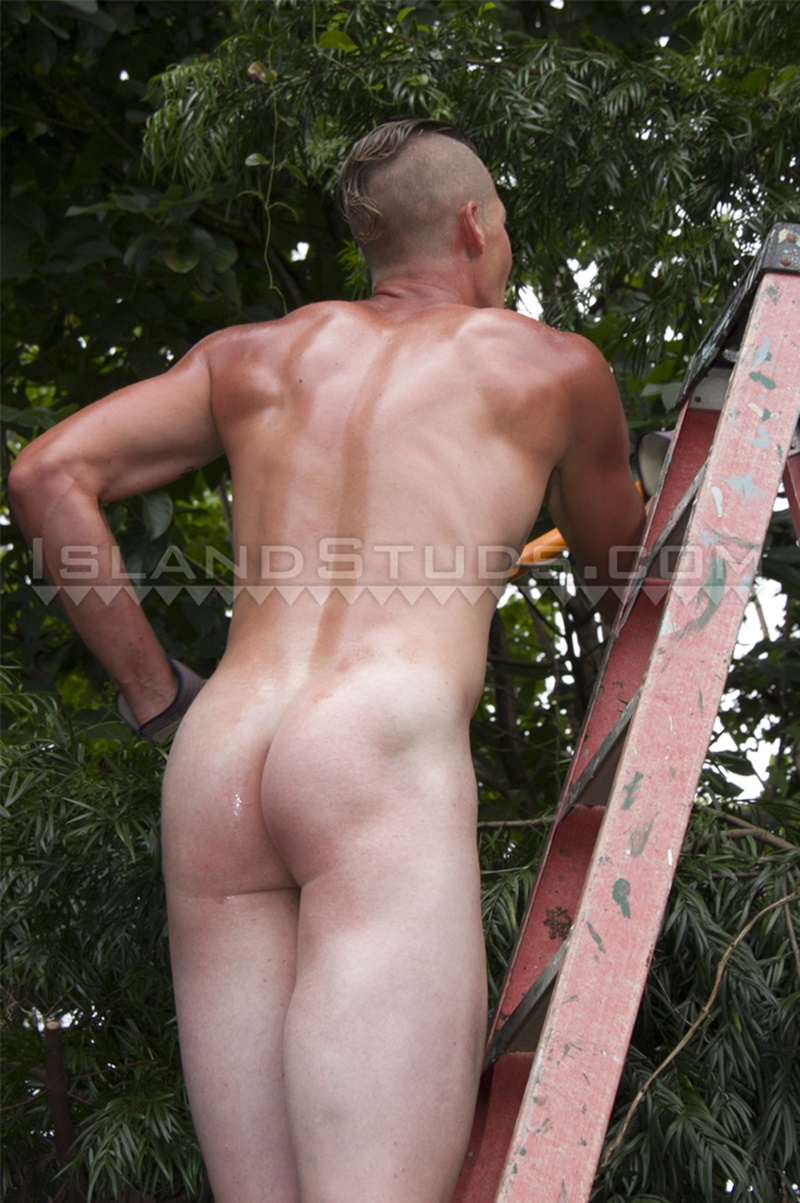 IslandStuds-LOVES-BIG-COCK-Tate-sexy-friendly-smile-strokes-monster-9-inch-dick-jerking-huge-cum-load-ripped-smooth-abs-tattoo-shaved-head-008-gay-porn-sex-gallery-pics-video-photo