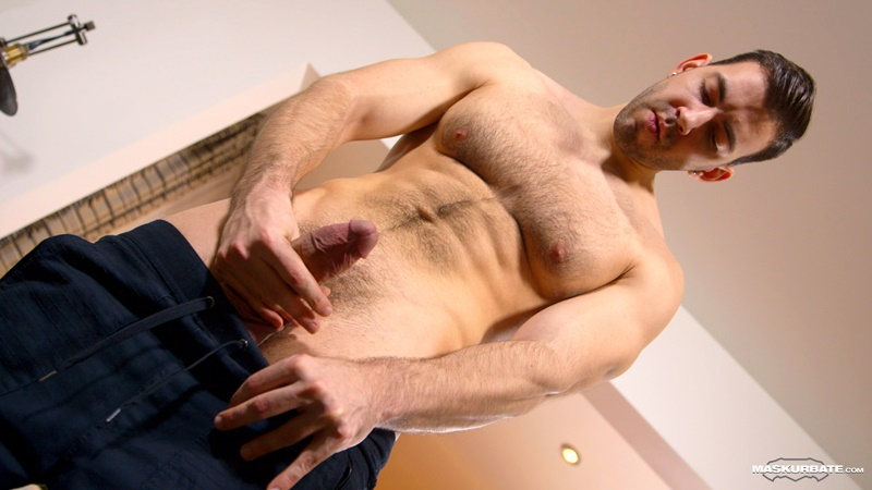 Hairy chest muscle hunk Nathan Topps jerks out a huge cumload