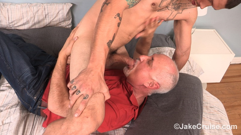 JakeCruise-Mike-Fox-hunk-muscle-man-thick-9-inch-dick-jake-cruise-mature-older-man-sucking-cocksucker-young-dude-fucking-ass-anal-rimming-024-gay-porn-sex-gallery-pics-video-photo