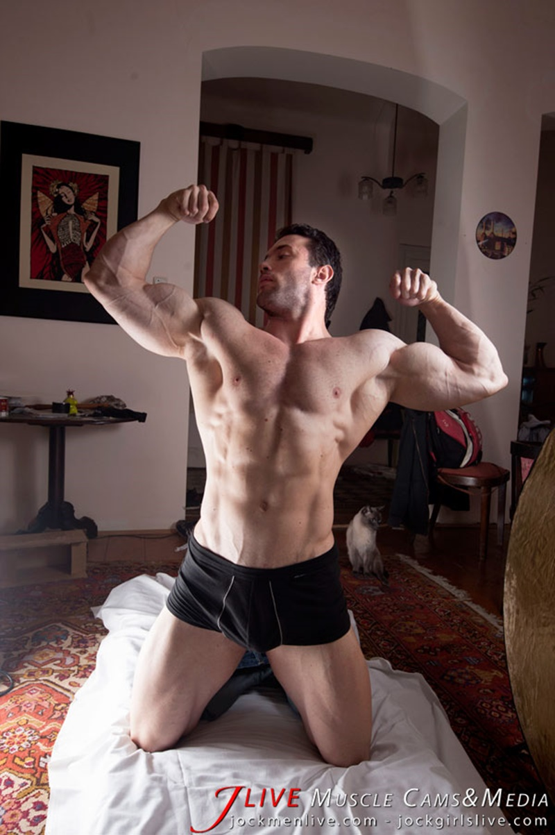 jockmenlive-jock-men-live-muscle-show-steve-bulk-massive-muscle-bodybuilder-naked-muscleman-huge-arms-lats-ripped-abs-006-gay-porn-sex-gallery-pics-video-photo
