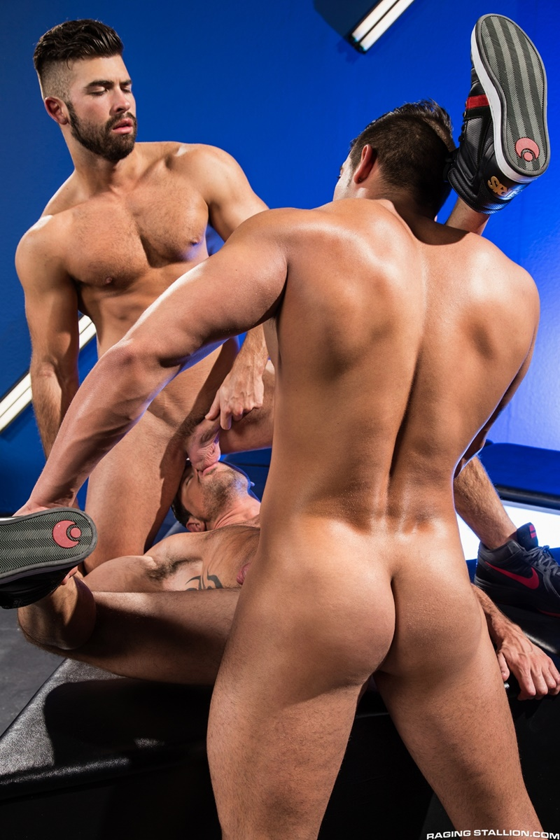 ragingstallion-sexy-naked-muscle-men-threesome-jacob-taylor-derek-deluca-jonah-fontana-hardcore-ass-fucking-big-thick-large-cocks-014-gay-porn-sex-gallery-pics-video-photo